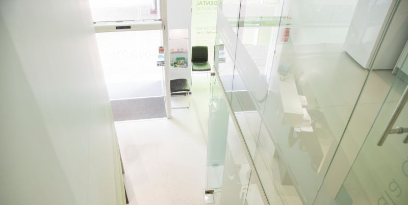 Fotografia interiores, clinica dental, diseño web Malaga, Dental City Malaga